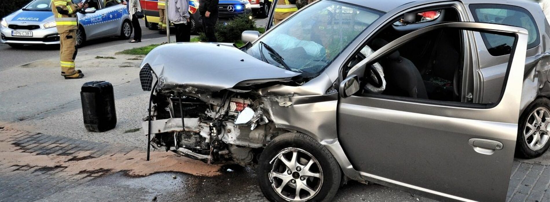Wypadek drogowy – kierowca audi nie ustąpił pierwszeństwa